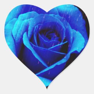 Color de rosa azul dramático pegatina en forma de corazón