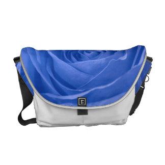 Color de rosa azul medio vibrante de la foto bolsas de mensajeria