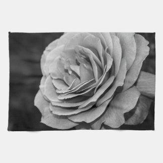 Color de rosa blanco y negro toalla de cocina