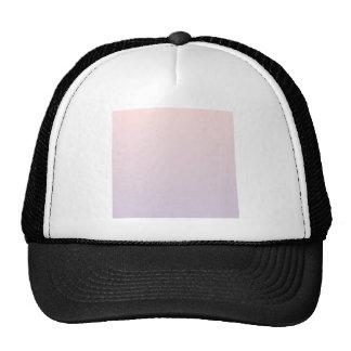 Color de rosa brumoso a la pendiente horizontal de gorro de camionero