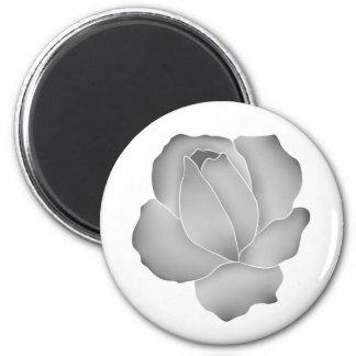 Color de rosa gris pálido en elegante blanco imán de frigorífico