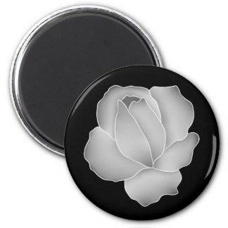 Color de rosa gris pálido en elegante negro imán de frigorifico