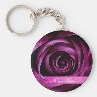 Color de rosa hermoso púrpura dramático elegante c llavero redondo tipo pin