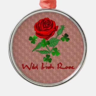 Color de rosa irlandés salvaje adorno redondo plateado