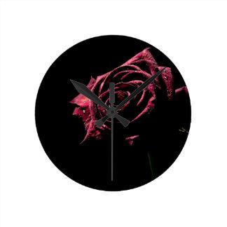 color de rosa negro reloj redondo mediano