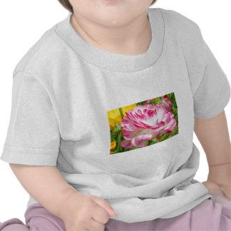 Color de rosa camiseta