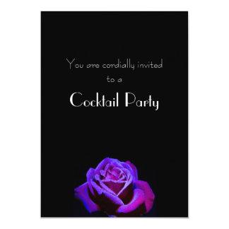 """Color de rosa púrpura con las gotitas en el cóctel invitación 5"""" x 7"""""""
