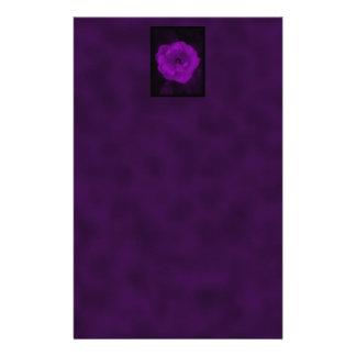 Color de rosa púrpura. Con púrpura negra y oscura Papelería Personalizada