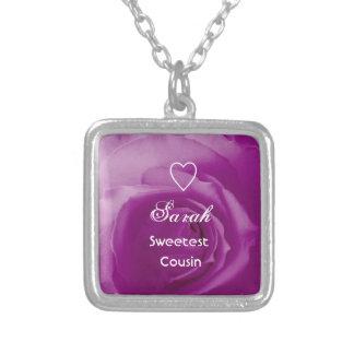 Color de rosa púrpura del primo más dulce con el r colgante cuadrado