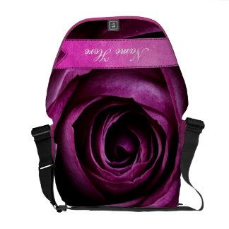 Color de rosa púrpura dramático elegante hermoso c bolsa de mensajeria