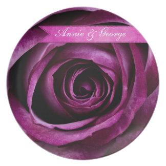 Color de rosa púrpura dramático elegante hermoso c plato de cena