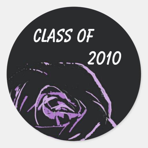 color de rosa púrpura en los pegatinas negros      pegatina redonda