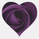 Color de rosa púrpura pegatina en forma de corazón