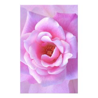 Color de rosa rosado bonito papeleria de diseño