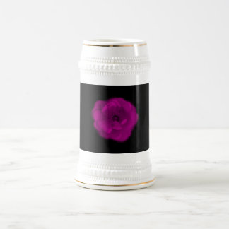 Color de rosa rosado brillante. Fondo negro Taza De Café