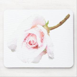 Color de rosa rosado con gotas de lluvia tapete de ratón