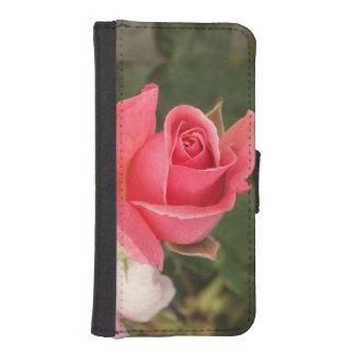 Color de rosa rosado de florecimiento carteras para teléfono