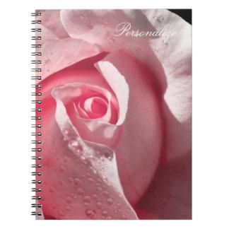 Color de rosa rosado delicado con rocío libro de apuntes con espiral