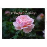 Color de rosa rosado delicado del feliz cumpleaños felicitaciones