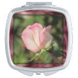 Color de rosa rosado espejo de viaje
