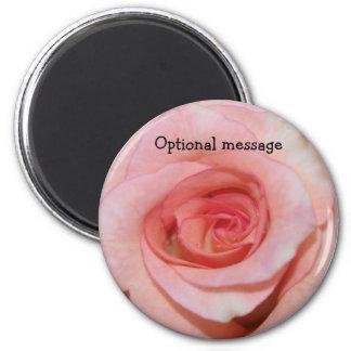 Color de rosa rosado imán redondo 5 cm