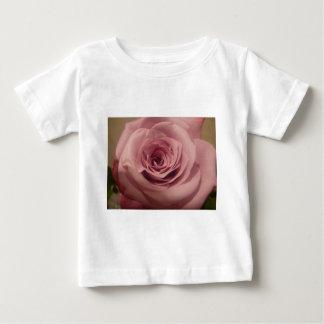 Color de rosa rosado oscuro t-shirts