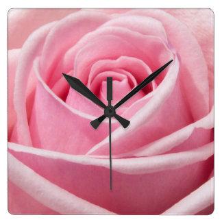 color de rosa rosado reloj cuadrado