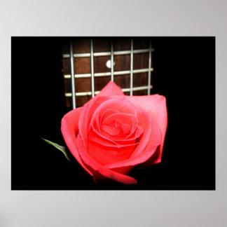 Color de rosa rosado rojo contra tablero del trast póster