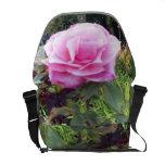 Color de rosa salvaje bolsas messenger