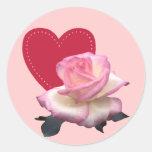 Color de rosa y corazón etiquetas redondas