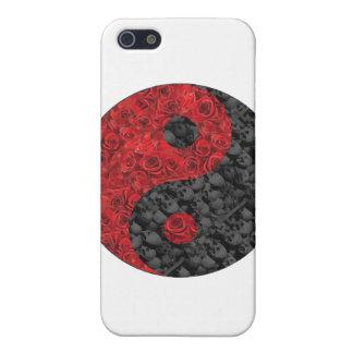 Color de rosa y cráneo Yin Yang iPhone 5 Carcasas