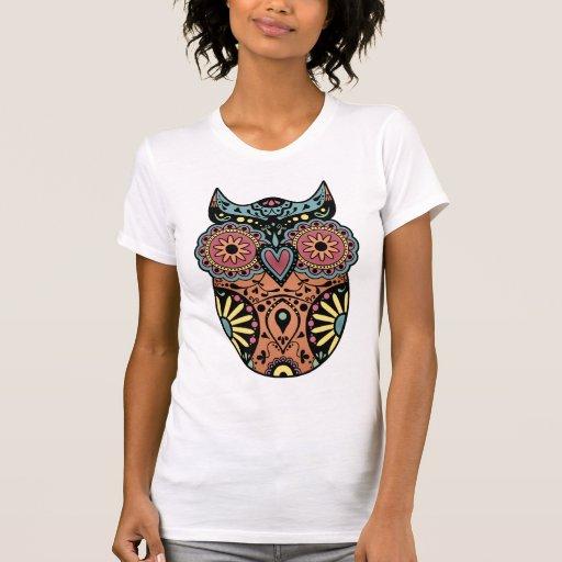 Color del búho del cráneo del azúcar camisetas