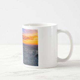 Color del desierto taza básica blanca