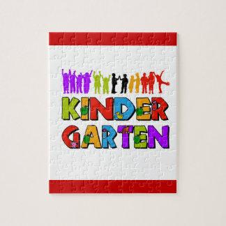 color del juego de niños de la guardería kindergar