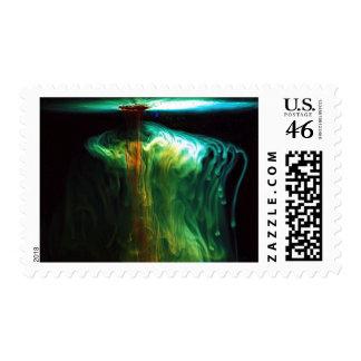 Color del movimiento de la fluorescencia en agua