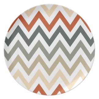 Color gris anaranjado de los diseños geométricos platos