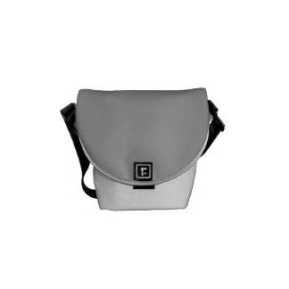 Color sólido gris del brezo bolsa de mensajería
