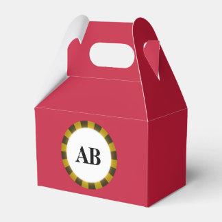 Color sólido rojo cardinal con el monograma cajas para regalos de boda