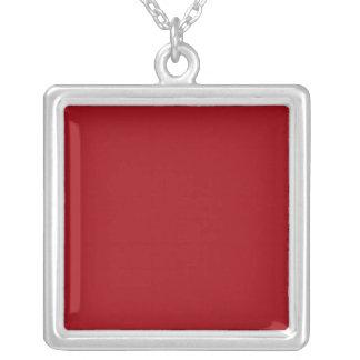 Color sólido: Rojo del arándano Collar Plateado