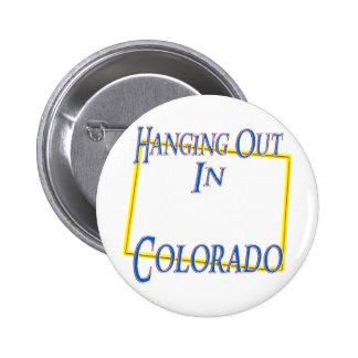 Colorado - colgando hacia fuera pin redondo de 2 pulgadas