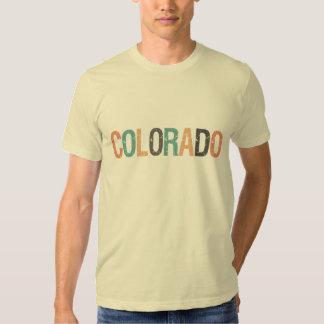 Colorado en letras retras descoloradas del color playera