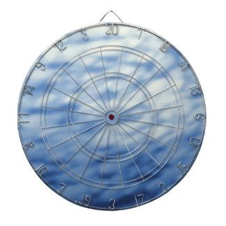 Coloreado debajo del agua se nubla el azul abstrac tablero de dardos