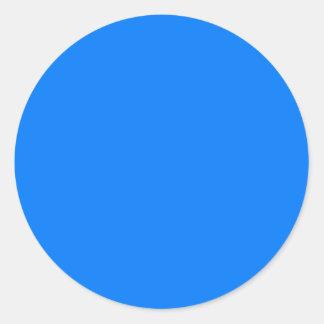 Coloree el azul de cielo profundo de las pegatina redonda