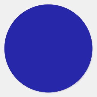 Coloree los azules marinos vivos adaptantes de los pegatina redonda