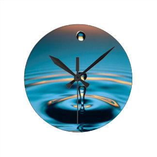 Colores abstractos que irradian ondulaciones relojes