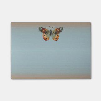 Colores bonitos del otoño de la mariposa de monarc nota post-it®
