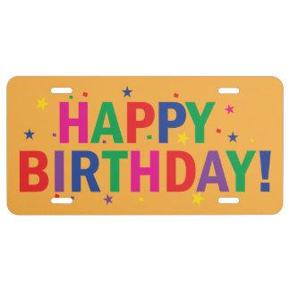 Colores brillantes del feliz cumpleaños placa de matrícula