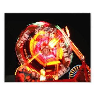 Colores de giro del paseo justo rojos y amarillos impresión fotográfica