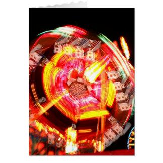 Colores de giro del paseo justo rojos y amarillos tarjeta de felicitación