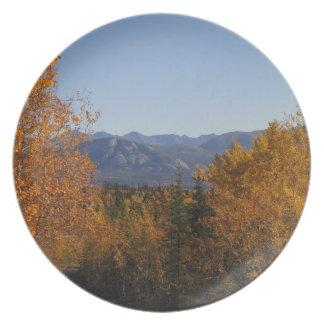 Colores de la caída en las montañas; Ningún texto Plato